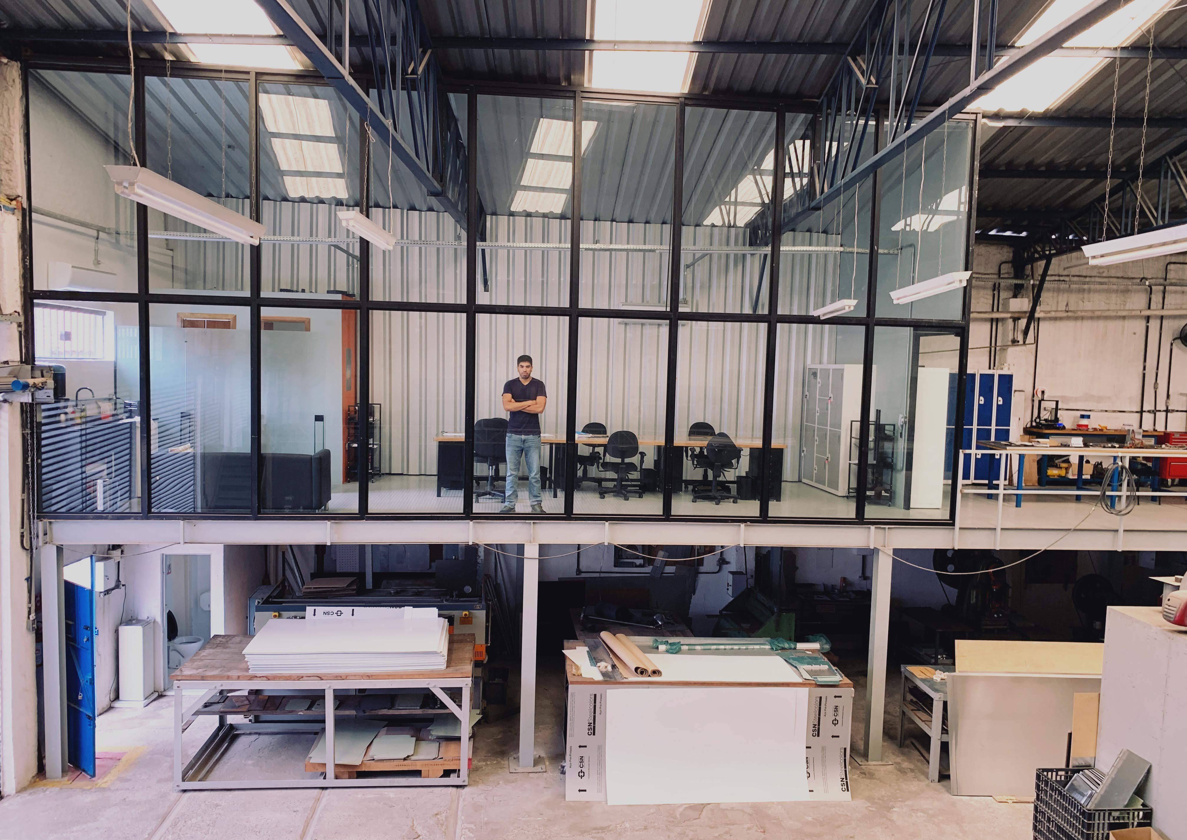 Criatividade na decoração industrial do novo escritório